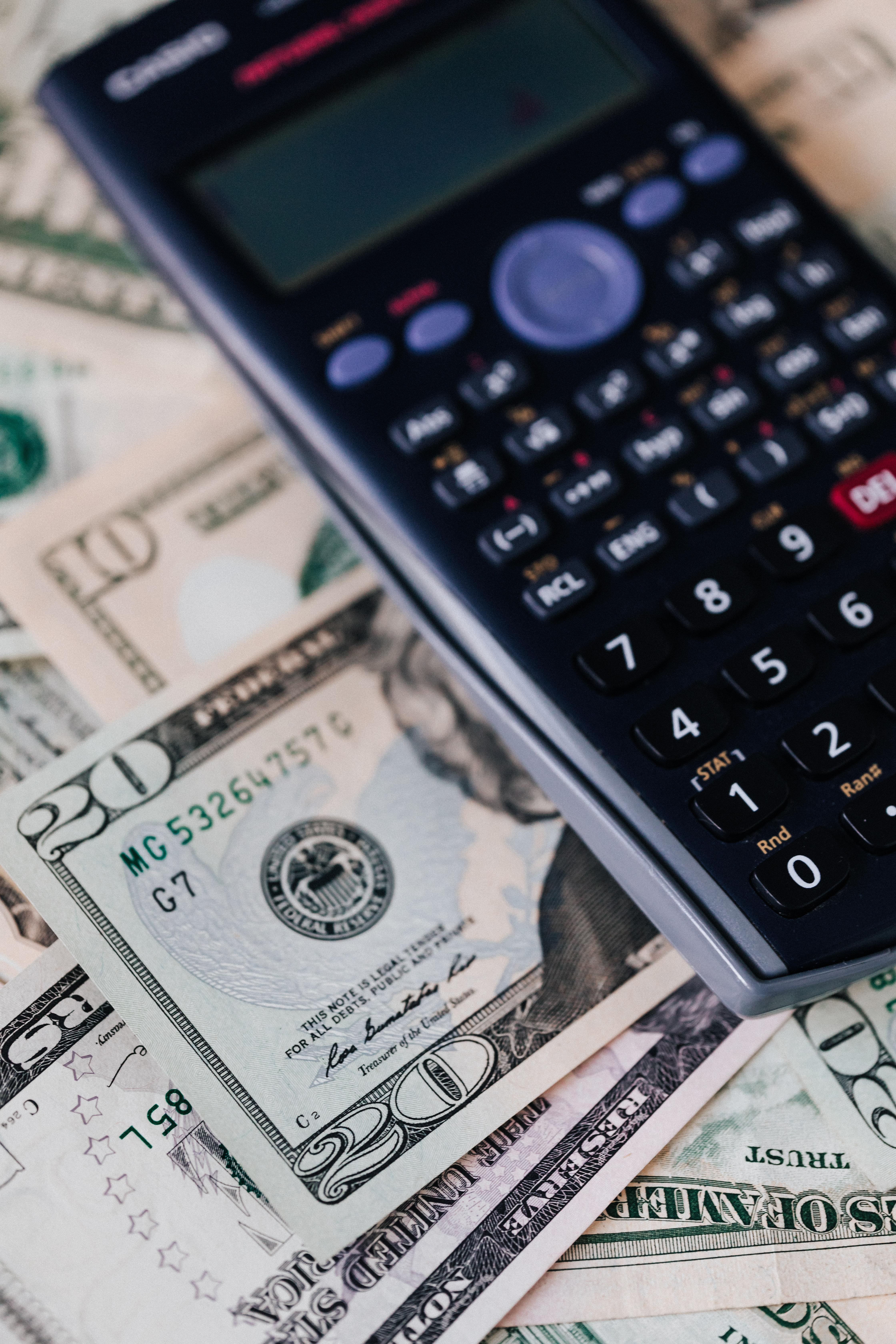 https://www.hendrickspower.com/sites/hendrickspower/files/revslider/image/calculator-on-pile-of-paper-banknotes-4386406.jpg